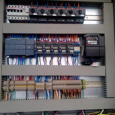 Programación e instalación plc en gabinete