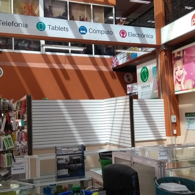 Remodelación de local comercial con exhibipanel