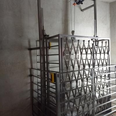 Elevador para carga de mercancías