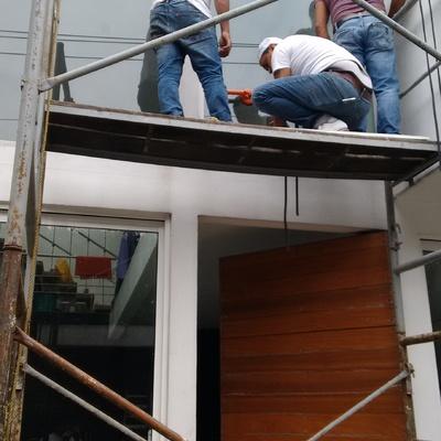 Remplazo de vidrio en fachada.