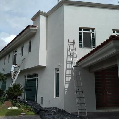 pintando fachada
