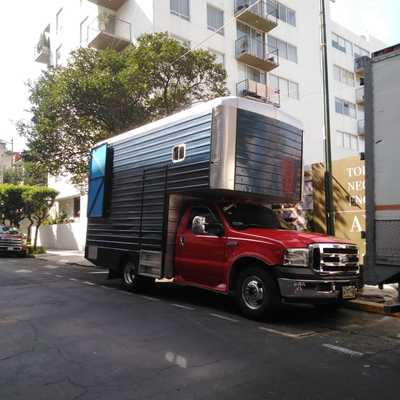 camioneta 3 1/2 tonelas caja corta  26 metros cubicos