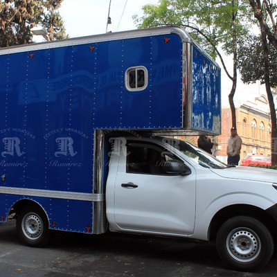 Camioneta de 1 1/2 toneladas caja corta