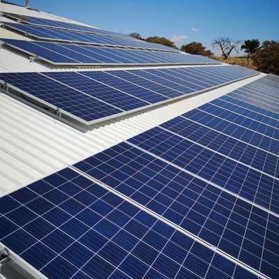 Vista del techo de paneles para bombeo solar