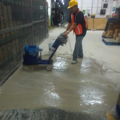 Desvastado piso de concreto