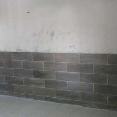Muro de duelas de ceramica.