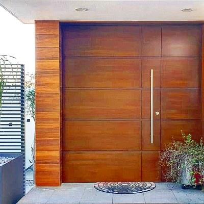 Fachada y puertas.