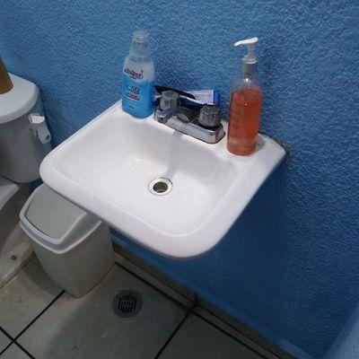 Limpieza de muebles de baño