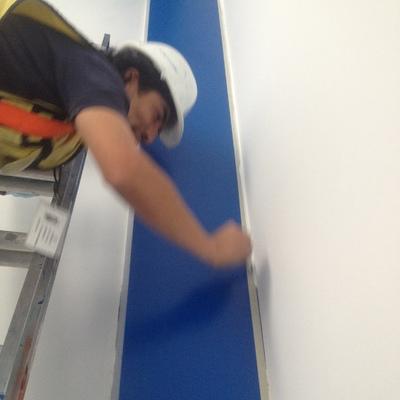 Suministro y aplicación de pintura esmalte base agua