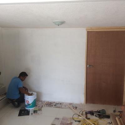 Muro Falso y puerta con aislante termo acústico