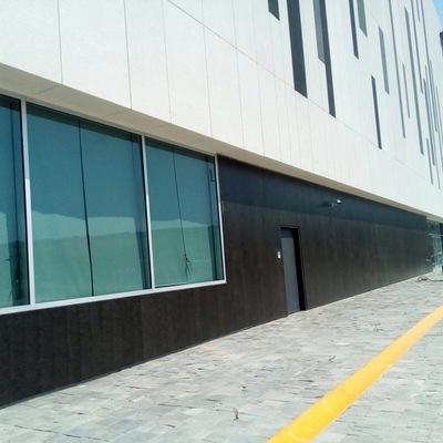 Colocacion de fachada negra
