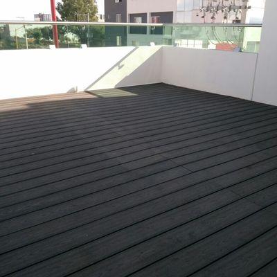 Deck en terraza Oficinas Benefis