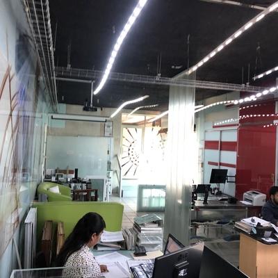 Área de recepción en Integraluminio