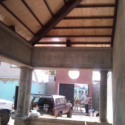 detalle de cubierta de madera en estructura de salon de fiestas