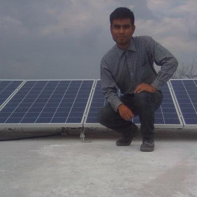 Paneles solares instalados listos para funcionar