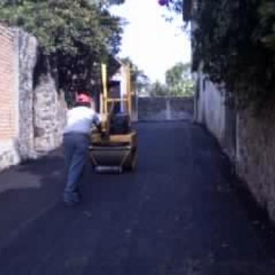 Pavimentación con concreto asfáltico en calle privada, Jiutepec