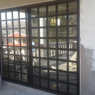 """Puerta de patio línea de 3"""" cuadriculado."""
