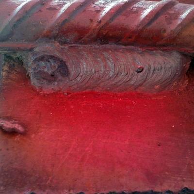 Probeta terminada (cordón) unión placa-varilla para obtener la calificación de la habilidad del soldador para estructura metálica.