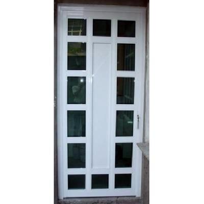 Puerta de aluminio blanco con vidrios