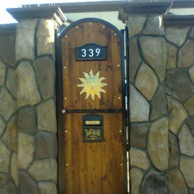 Herreria y construcciones jv mexicali for Puertas de madera con herreria