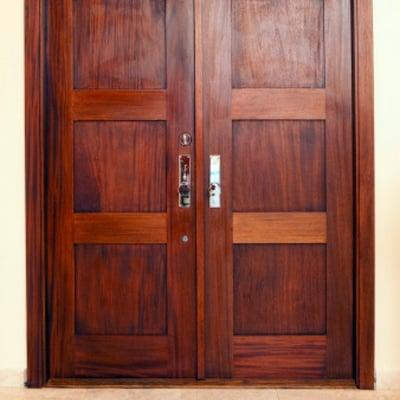 Cotizaci n puertas madera economicas online habitissimo for Puertas pivotantes madera