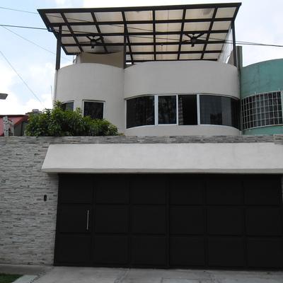Remodelacion de fachada con techo de policarbonato