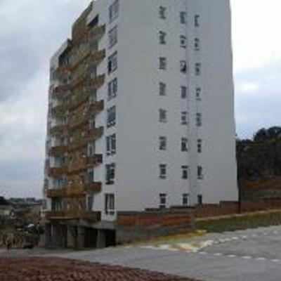 3 torres de 16 depatamentos cada una, nivel medio.