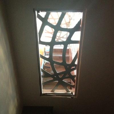 Vista interior de ventana desde escalera