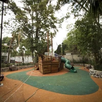 Area de juegos infantiles en plaza publica de valle de bravo