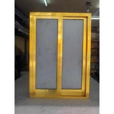 Ventana de aluminio dorado