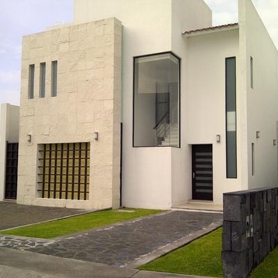 Ideas y fotos de ventanas y puertas de estilo minimalista for Puertas para casas minimalistas