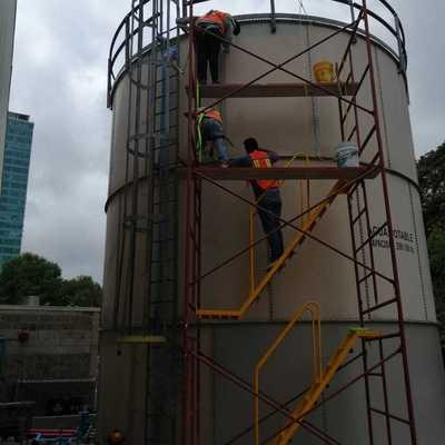 Pintura esmalte en cisterna