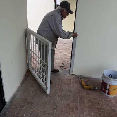 Instalación de puerta de herrería
