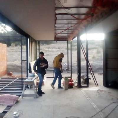 suministro de cableado y de tuberia en casa contenedor