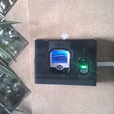 Control de acceso y asistencia biométrico