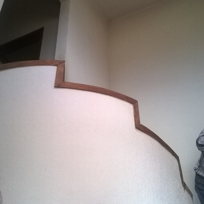 inicio de armado de escalera de madera.