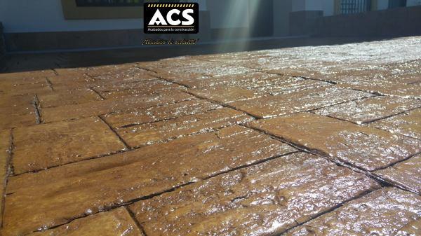 Foto concreto estampado en cochera de servicios acs for Cemento estampado precio