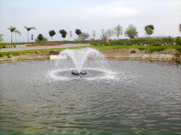 Foto aeradores para lagos artificiales de riego por for Plasticos para lagos artificiales