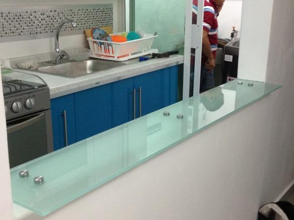 Foto barra para cocina de cristal de vitroteck jaty for Pared cristal cocina