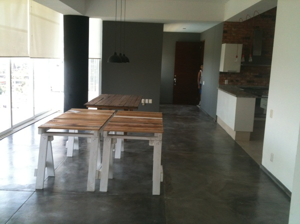 Foto cambio de piso a concreto pulido de soluciones cvm for Piso cemento pulido