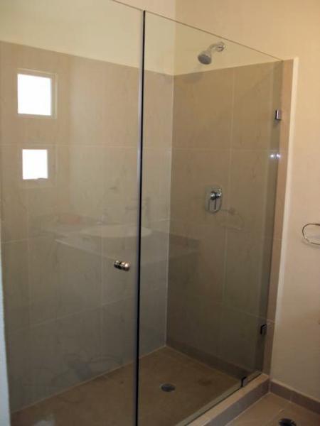 Foto cancel cristal templado puerta abatible de cristales for Puerta cristal templado