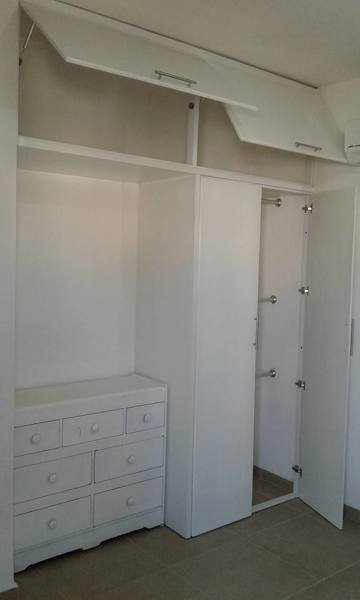 Foto closet blanco de ikhos industry home 269312 for Closets queretaro precios
