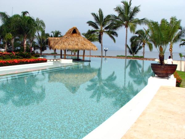 Foto construccion de piscina condo molino de agua de for Construccion de piscinas en mexico
