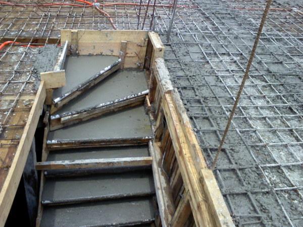Foto escalera colada moniliticamente con losa de for Escaleras para construccion