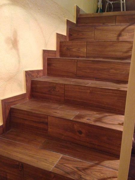 Foto instalaci n de loseta tipo madera de cer mico honey - Losetas de madera ...