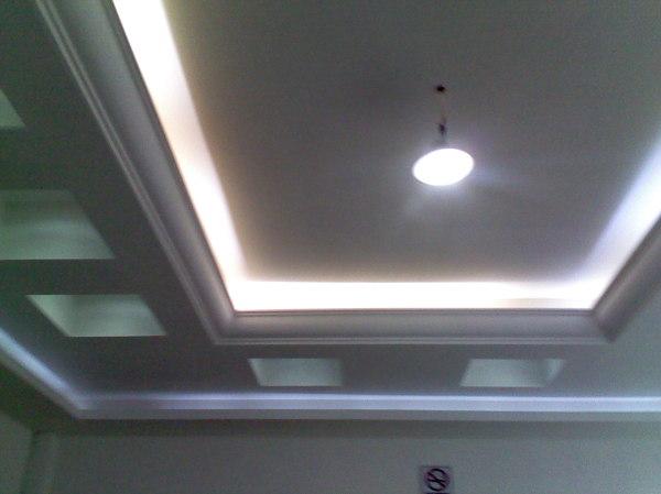 Foto luz indirecta y moldura en el dise o del rect ngulo - Falso techo modular ...