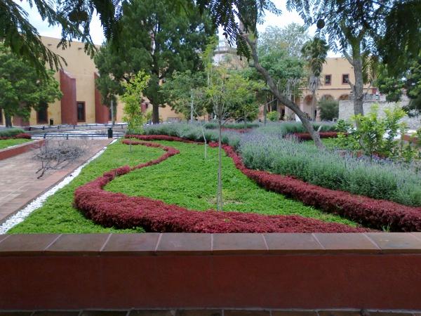 Foto jardines y fachada posterior del convento de j m for Jardin del convento
