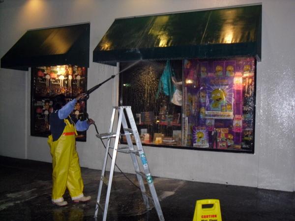 Foto limpieza de toldos y vidrios cadena de restaurantes for Limpieza de toldos
