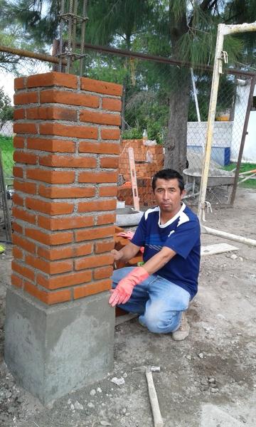 Foto pilares de tabique rojo de construcciones leon for Casas de ladrillo visto fotos