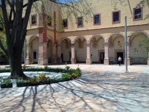 Foto portal de novicias fachada posterior en el interior for Portal del interior